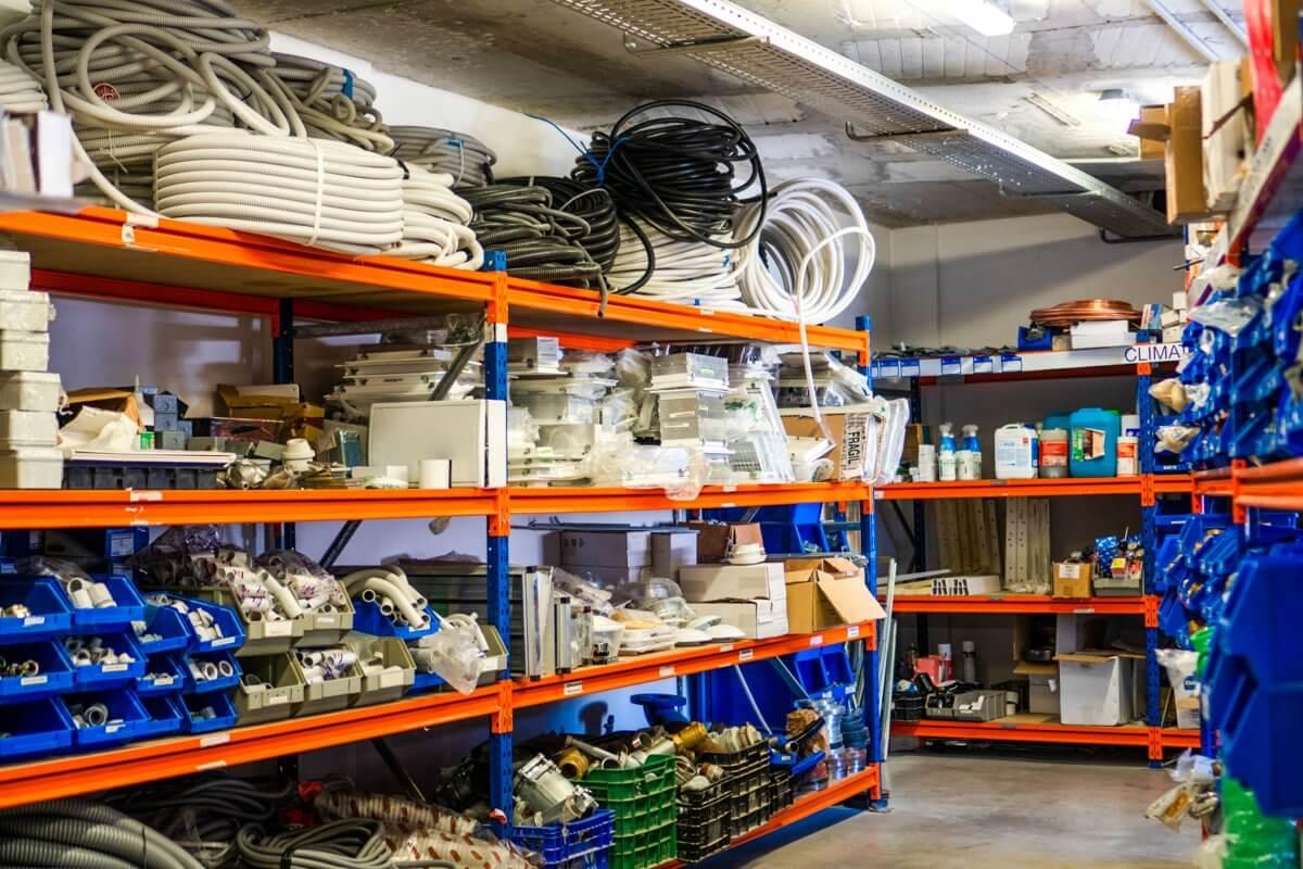 Foto del almacén de Anelair en Málaga con equipación para sistemas de climatización