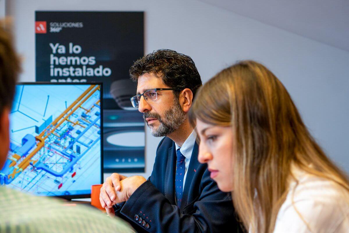Foto de Juanje, CEO de Anelair, durante una reunión en Málaga